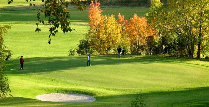 Stiklestad Golfklubb med 18 hulls park og skog bane, som er kåret til en av norges beste golbaner. Internasjonal standard