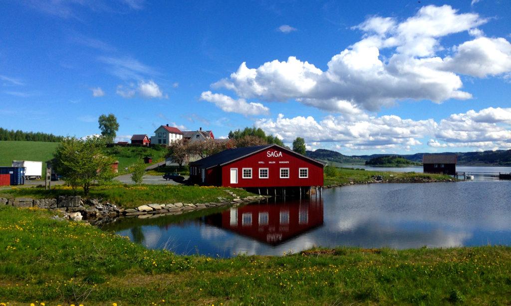 Saga - med nydelig plassering ved Borgenfjoden i Inderøy, langs Den Gyldne Omvei