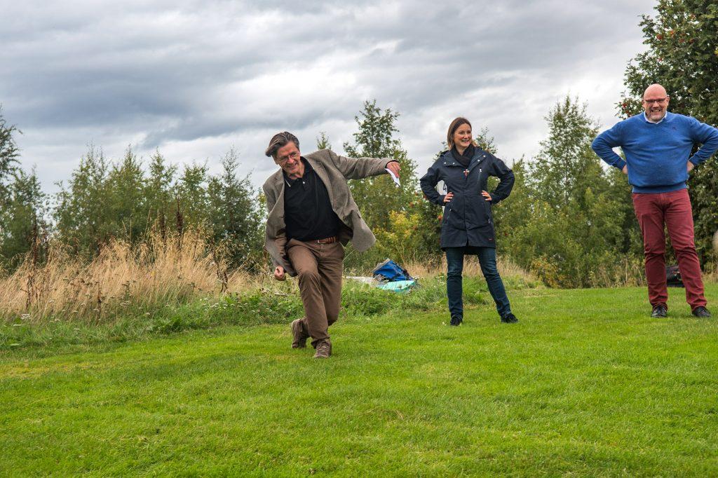 Fotballgolf / putball som aktivitet i forbindelse med samling på Øyna. Foto: Håvard Zeiner