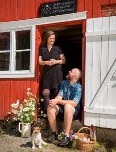 Hedda og Einun på Øverbakken på Sandvollan i Inderøy