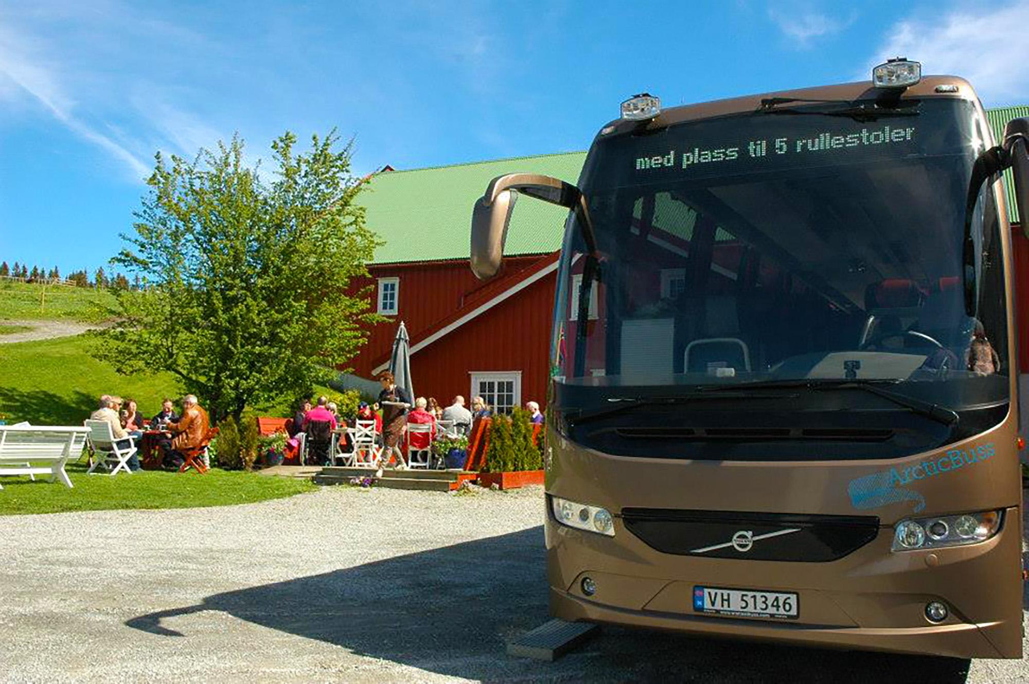 Arctic Buss har en av Trøndelags flotteste og mest fleksible turbuss – Den eneste i sitt slag nord for Dovre.